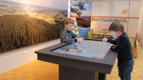 Der interaktive Tisch, das Herzstück des Naturparkportals Medebach
